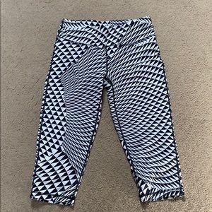 Sweaty Betty Black/white Crop Leggings. EUC Size S